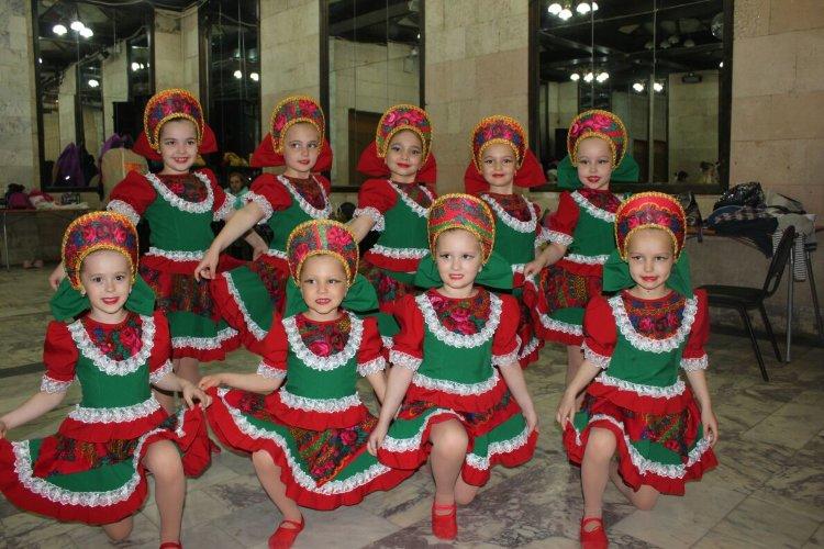 костюмы для русских народных танцев фото каждом